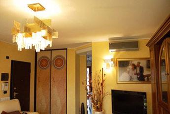 ambientazione di lampadari del negozio di Torino Luxart
