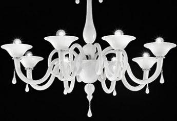lampadario in cristallo bianco di Sylcom da Luxart fabbrica lampadari Torino