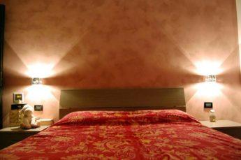 illuminazione camera da letto con applique a parete